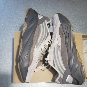 Yeezy boost 700 mens size 9.5